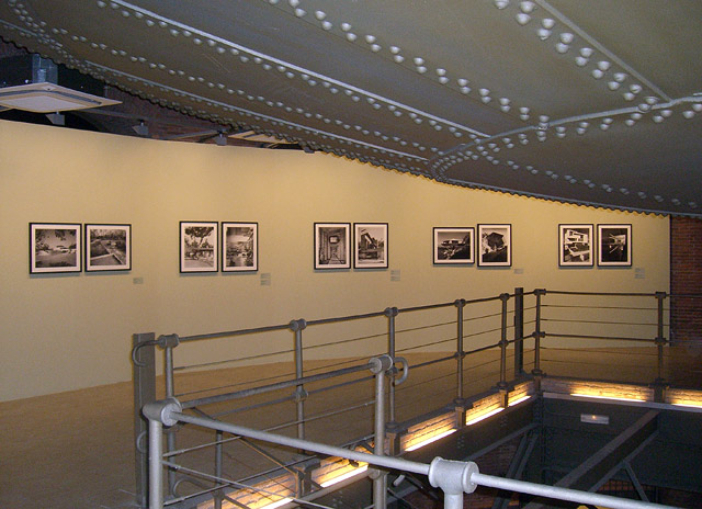 Installation view of <em>Julius Shulman's Los Angeles</em> at Canal de Isabel II.