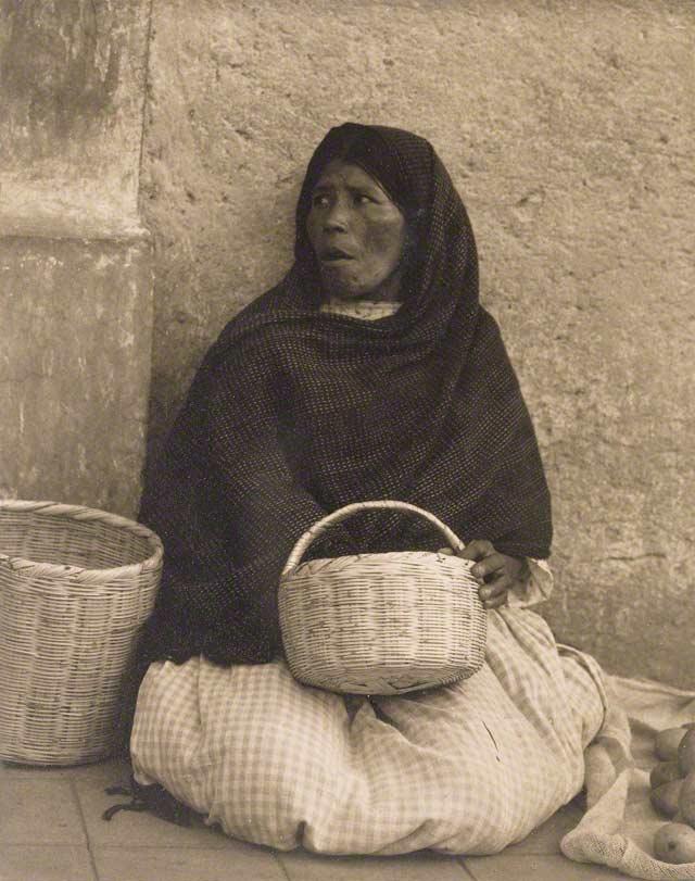 Woman, Patzcuaro, Mexico / Strand