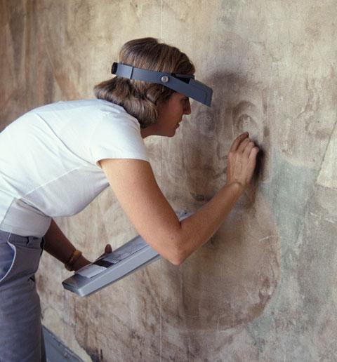 Leslie Rainer, GCI senior project specialist, working on <em>América Tropical</em>