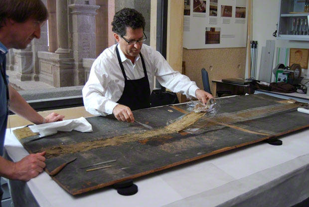 Conservator George Bisacca from the Metropolitan Museum of Art working on a panel. Image courtesy of the Museo del Prado