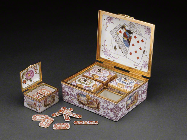 Box Set of Gaming Pieces / Du Paquier Porcelain Manufactory