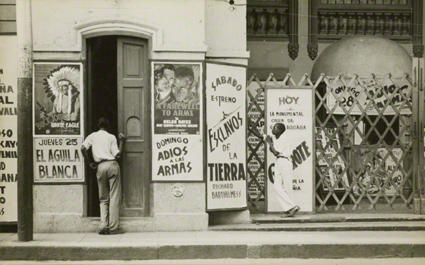 <em>Havana Cinema</em>, Walker Evans, 1933. The J. Paul Getty Museum, XXX. © Walker Evans Archive, The Metropolitan Museum of Art