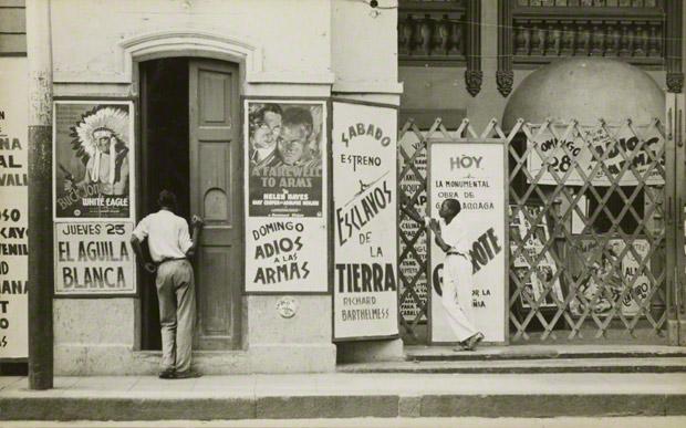 <em>Havana Cinema</em>, Walker Evans, 1933. The J. Paul Getty Museum, XXX. © Walker Evans Archive, The Metropolitan Museum of Art