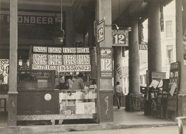 <em>Colonnade Shop, Havana</em>, Walker Evans, 1933. The J. Paul Getty Museum. © Walker Evans Archive, The Metropolitan Museum of Art