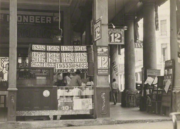 <em>Colonnade Shop, Havana</em>, Walker Evans, 1933. The J. Paul Getty Museum. © Walker Evans Archive, The Metropolitan Museum of Art