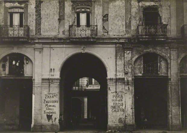 <em>Building Façade, Havana</em>, Walker Evans, 1933. The J. Paul Getty Museum. © Walker Evans Archive, The Metropolitan Museum of Art