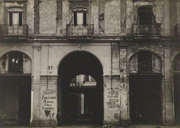 <em>Building Façade, Havana</em>, Walker Evans, 1933. The J. Paul Getty Museum. © Walker Evans Archive, The Metropolitan Museum of Art