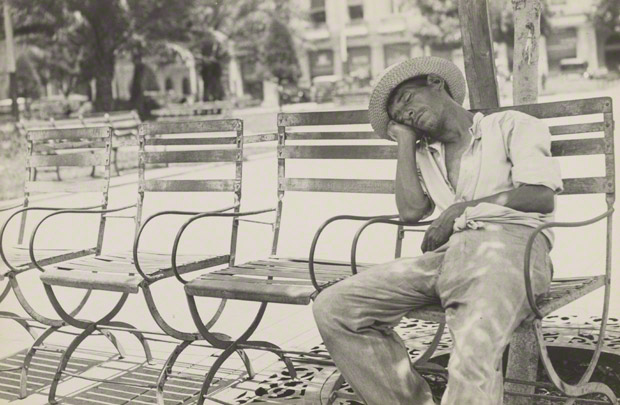 <em>Parque Central II</em>, Walker Evans, 1933. The J. Paul Getty Museum. © Walker Evans Archive, The Metropolitan Museum of Art