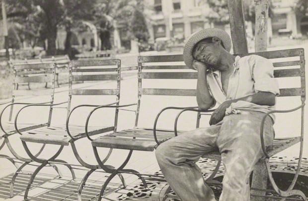 <em>Parque Central II</em>, Walker Evans, 1933. The J. Paul Getty Museum. © Walker Evans Archive, The Metropolitan Museum of Art