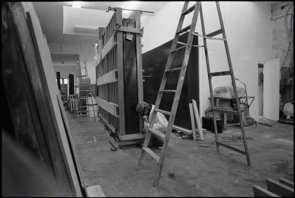 De Wain Valentine checking the mold for Gray Column, 1975-76