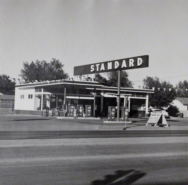 Standard, Amarillo, Texas / Ed Ruscha