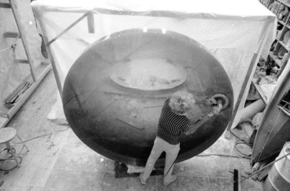 De Wain Valentine polishing one of his eight-foot-diameter polyester Circles in his Venice studio in the late 1960s
