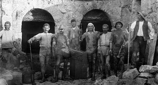 """Mudmen"" pose in front of Chambers I and II at Peirene, on or about July 6, 1909"