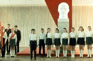 Example of a typical installation of the bust of Lenin in soviet schools.