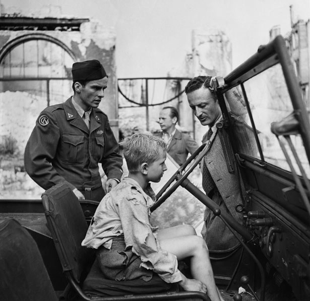Montgomery Clift, Ivan Jandl, and Fred Zinnemann on the set of The Search