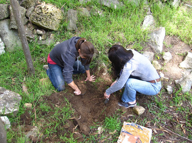 Vanessa Muros and Dr. Ioanna Kakoulli bury wall-painting replicas at the Getty Villa in preparation for student excavations.