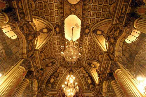 Lobby of the Los Angeles Theater / Gary Leonard