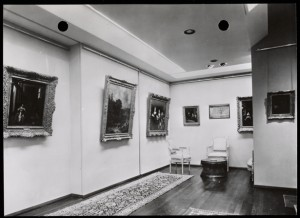 Postcard showing the interior of Galerie G. Cramer in The Hague, circa 1967