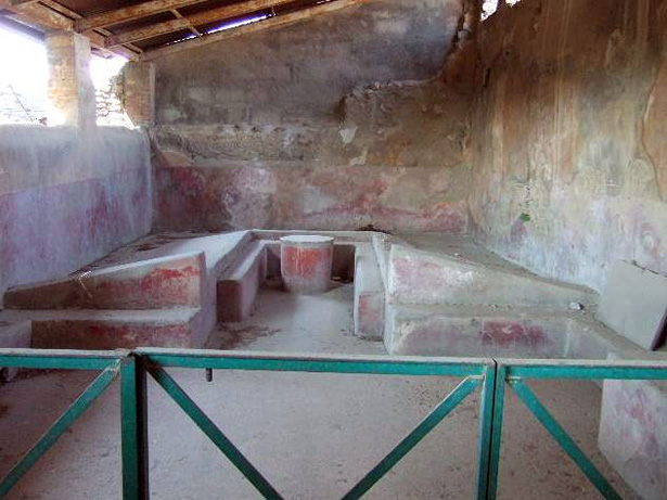 Angled cement beds in the triclinium of the House of the Cryptoporticus, Pompeii