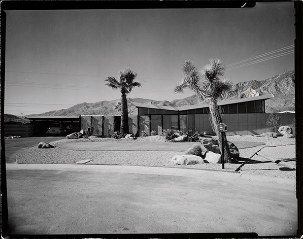Twin Palm Estates tract, Palm Springs, designed by Palmer & Krisel. Photo: Julius Shulman