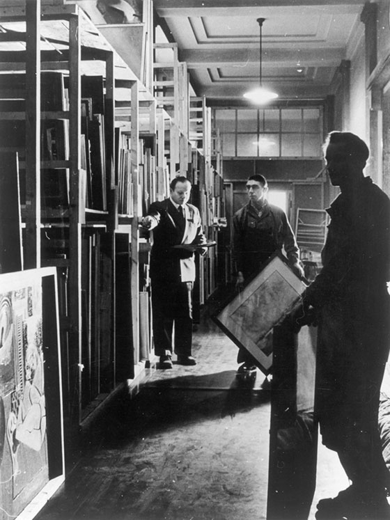 Paintings in storage at the Munich Central Collecting Point / Johannes Felbermeyer