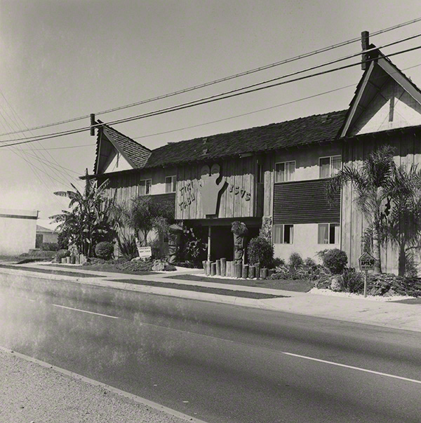 3505 Artesia Blvd. in Some Los Angeles Apartments / Ed Ruscha