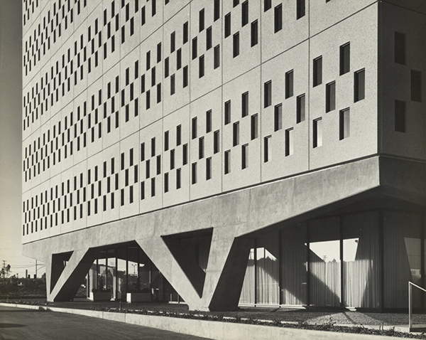 IBM Aerospace building; exterior view from ground / A. Quincy Jones and Frederick E. Emmons