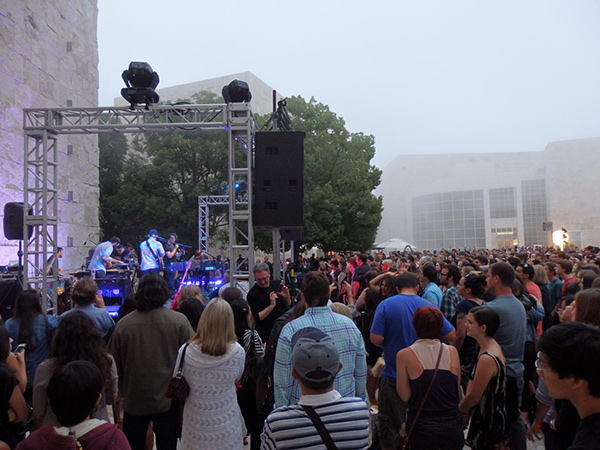 Pickwick performing in the Museum Courtyard at the Getty Center - Saturdays Off the 405