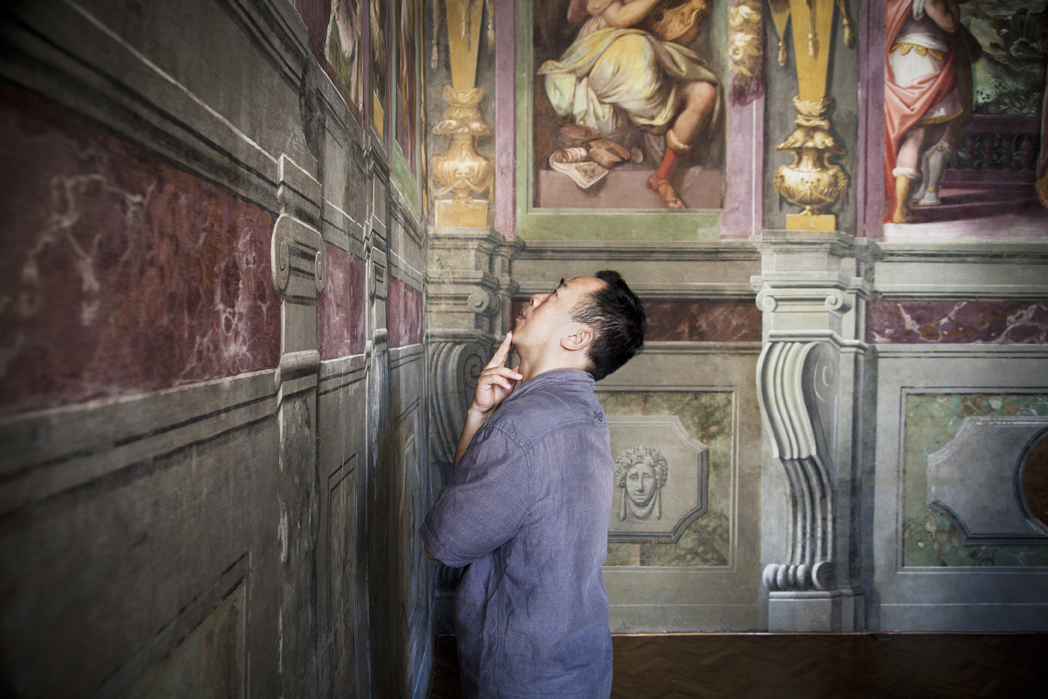 Chinese scholar and Connecting Art Histories participant Liang Guo views frescoes in the Casa Vasari palace in Florence, Italy.