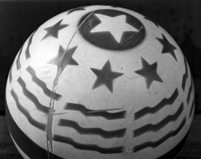 Ball / Abelardo Morell