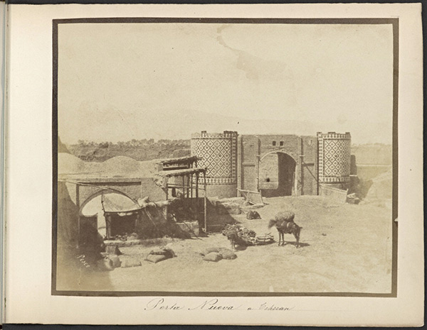 Tehran, Gate of the Royal Arg (Citadel) / Luigi Pesce