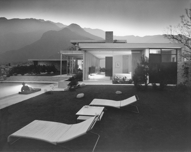 Kaufmann House by architect Richard Neutra / Julius Shulman