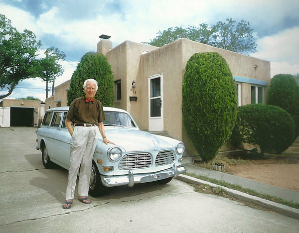 Frederick Hammersley in 2003 outside his home in Albuquerque, New Mexico
