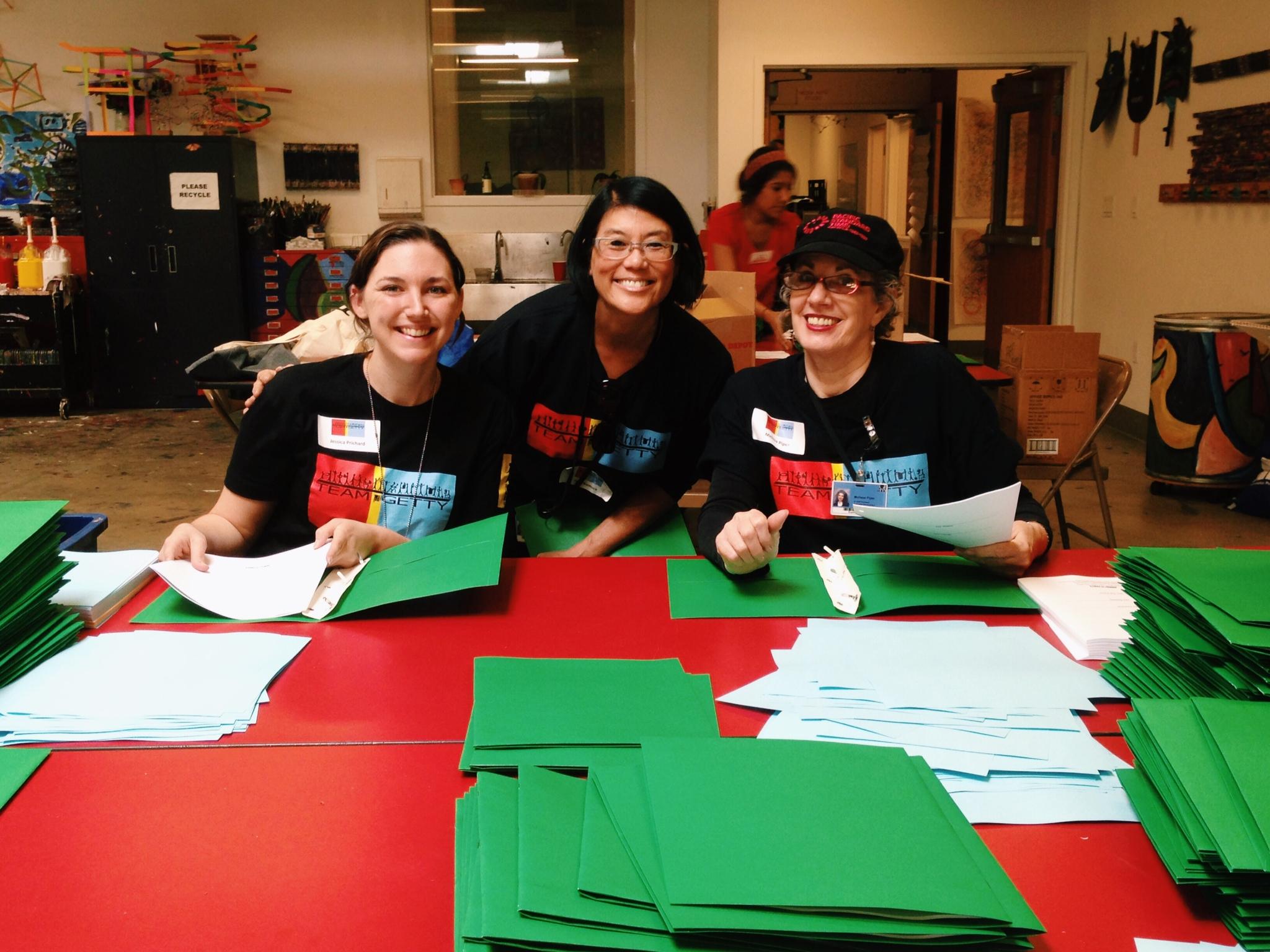 Getty volunteers prepare art supplies at Inner-City Arts