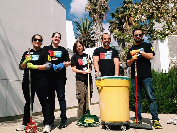 Getty volunteers at Inner-City Arts
