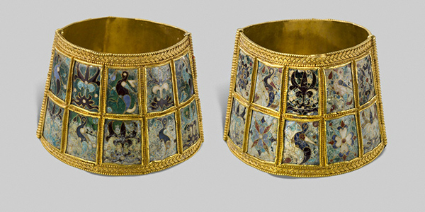 Pair of Wristbands with Birds and Palmettes / Greek