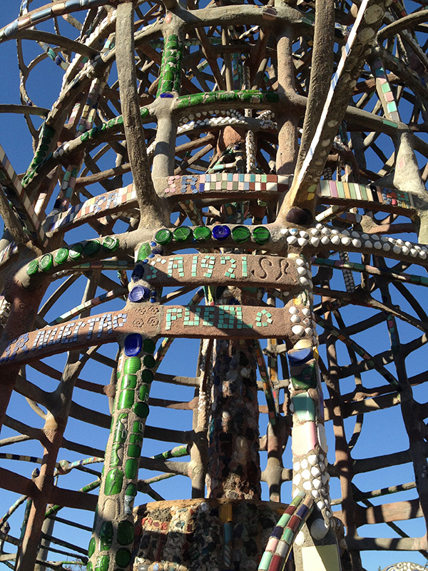 Nuestra pueblo / Watts Towers by Simon Rodia