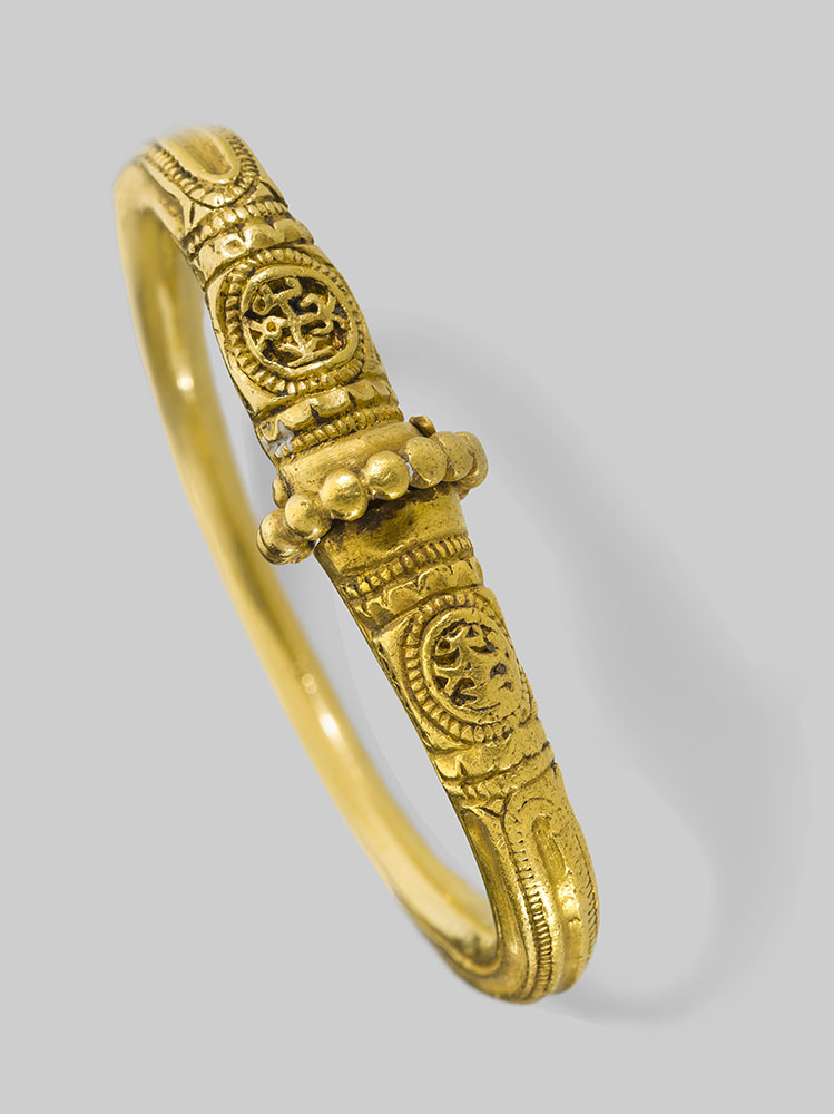 Bracelet, A.D. 500s–600s, Byzantine, made in Turkey. Gold, 2 1/4 in. diam. Image courtesy of the Byzantine and Christian Museum, Athens