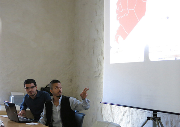 CCA training participant Moutaz Alshaeib presents at the MOSAIKON alumni workshop in Alghero. Photo courtesy CCA-Roma