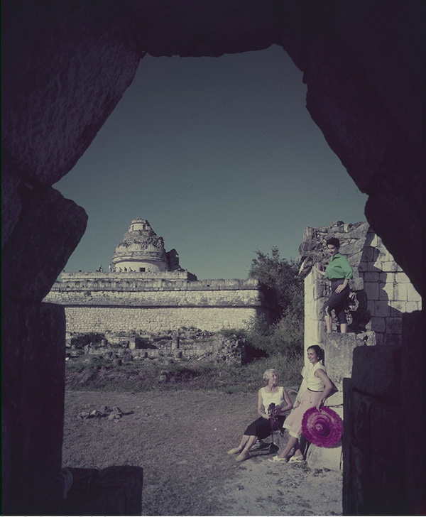 Fig. 5. McCoy and her companions strike leisurely poses at the archaeological site. Julius Shulman photography archive. The Getty Research Institute, 2004.R.10
