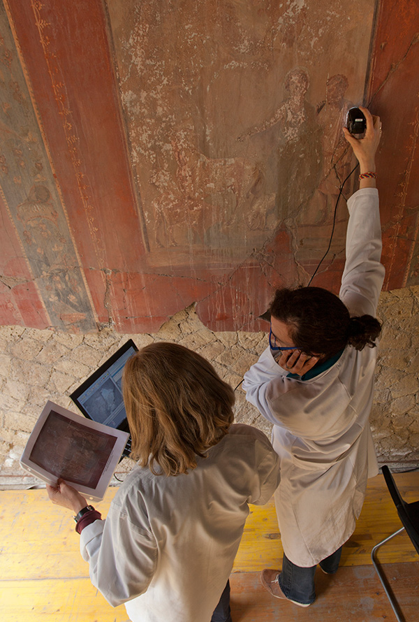 Conservation on wall paintings in Herculaneum, Italy