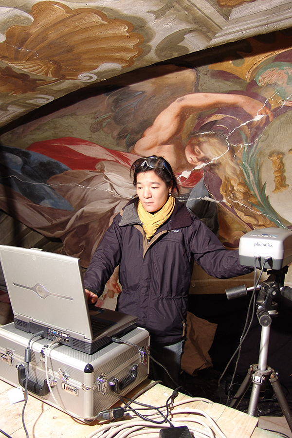 Lorinda Wong using multispectral imaging to study seventeenth-century wall paintings