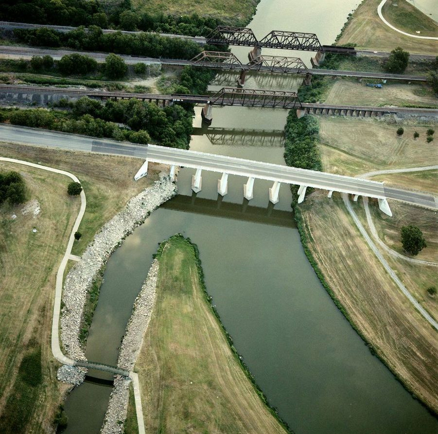 Samuels Avenue, Marine Creek, West Fork, looking east, Trinity River, July 5, 2013. Images by Terry Evans, courtesy of Amon Carter Museum.