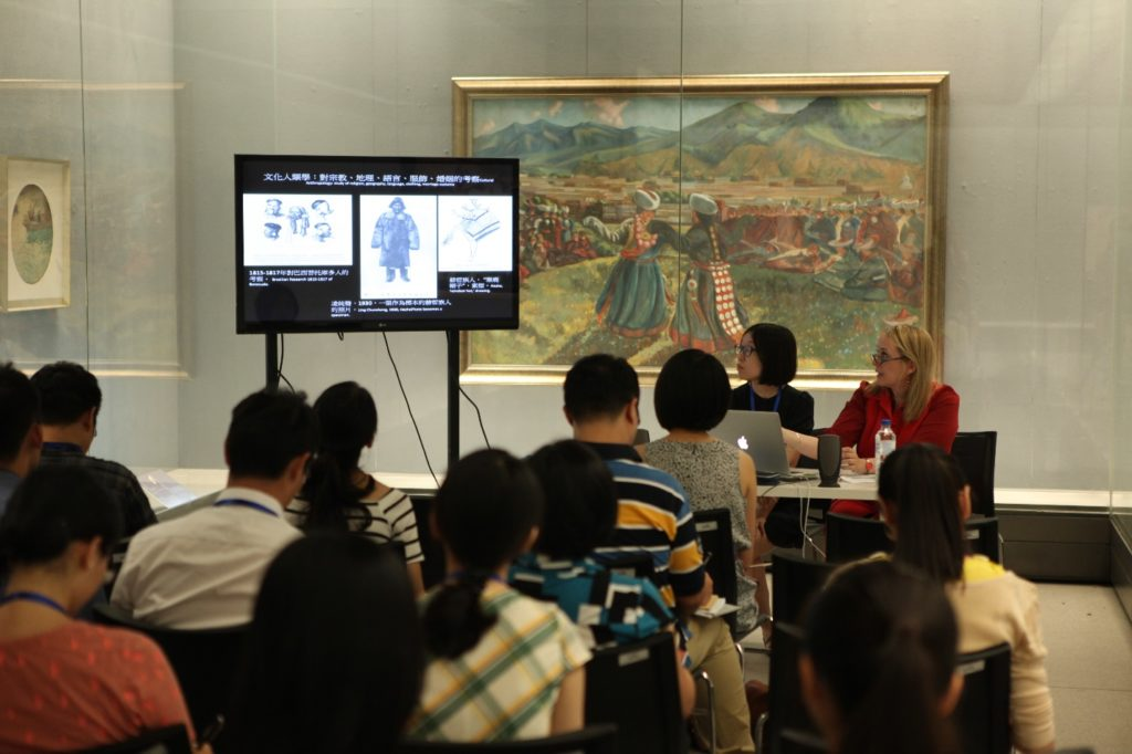 Prof. Dr. Sarah Fraser giving a talk on the relation between ethnographic research and art production at the frontier during the wartime period. In the background: Han Leran (1898-1947), Dance before Labrang Monastery, 1945. Oil on canvas. 137 x 228 cm. Collection: National Art Museum of China, Beijing. Photo: Wu Fang