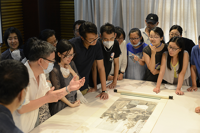Project participants discuss features of a Chinese Republican period painting at the National PalaceMuseum in Beijing. Painting: Chen Hengque (Chen Hengke, 1876-1923), Viewing Paintings, 1918. Hanging scroll, ink and colour on paper. 87.7 x 46.6 cm. Collection: Palace Museum, Beijing. Photo: Wu Fang