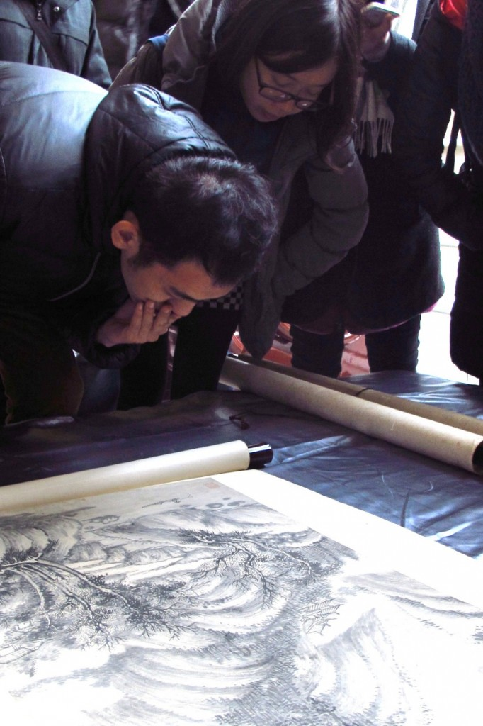 Participants inspecting the painting collection of Xinan University during research seminar in December 2015. Photo: Wu Fang