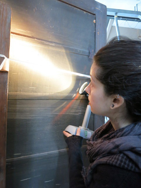 Sara Mateu examines the reverse of a panel painting