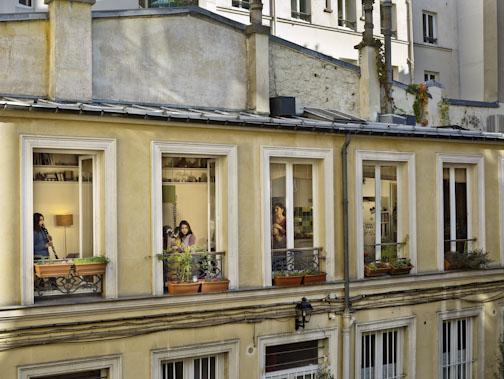 Le 31 octobre 2012, rue du Faubourg-du-Temple, Paris-11e, Gail Albert-Halaban