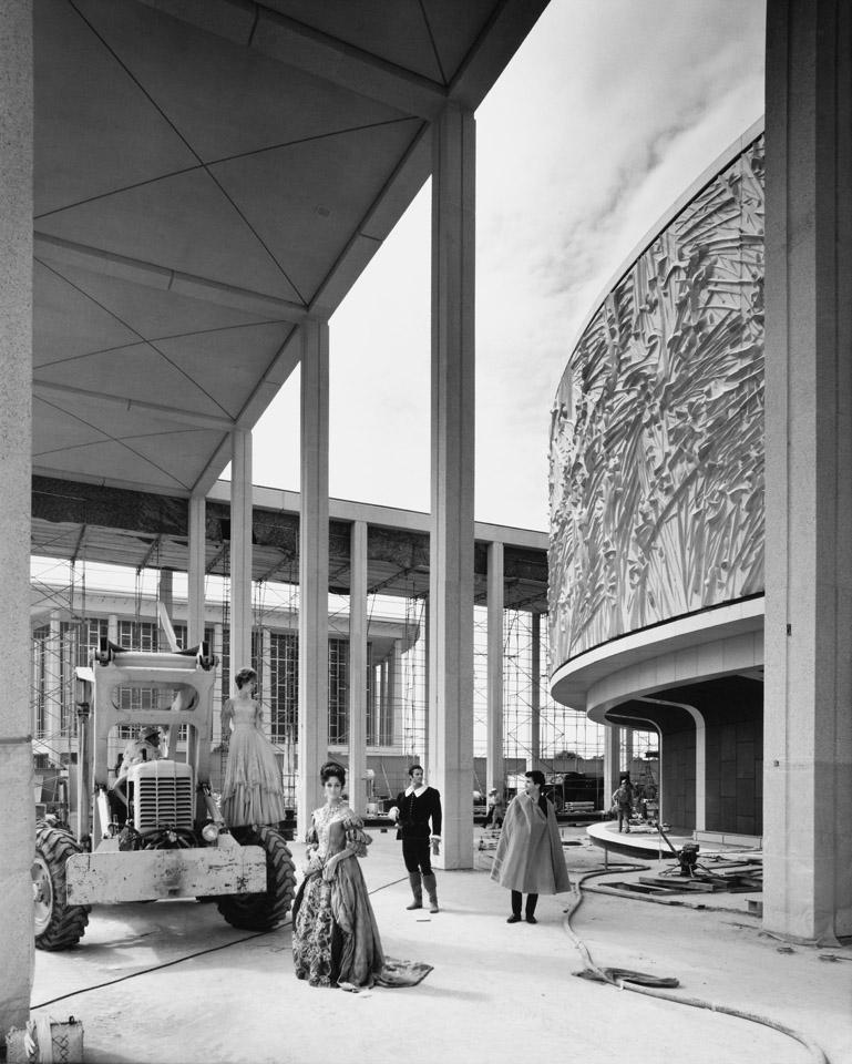 Mark Taper Forum / Julius Shulman