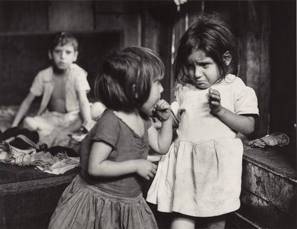 Flavio: Albia and Isabel / Gordon Parks